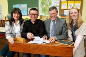 Unterzeichnung des Leselust-Partnerschaftsvertrages mit der Grundschule Engelbertstraße.
