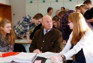 Besprechung von W. Erfurt mit den Schülern des MGS (Foto: Bernd Henkel)